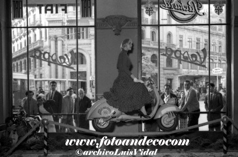 Valencia 1955 Vespa