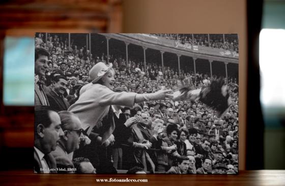Marlene Dietrich en la plaza de toros de Valencia. 16 de marzo de 1963. foto Luis Vidal Vidal